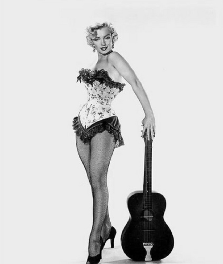 Marilyn-Monroe-corset-Let-Guitar