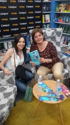 Firma de libros Oliva Ardey